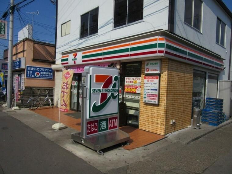 コンビニ セブンイレブン松戸六実駅前店 徒歩約5分