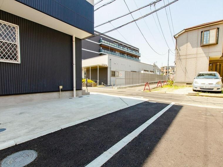 駐車場 ゆったりとした駐車スペースを確保。お車を所有されない方は、自転車やバイクなどの駐輪スペースとしても。