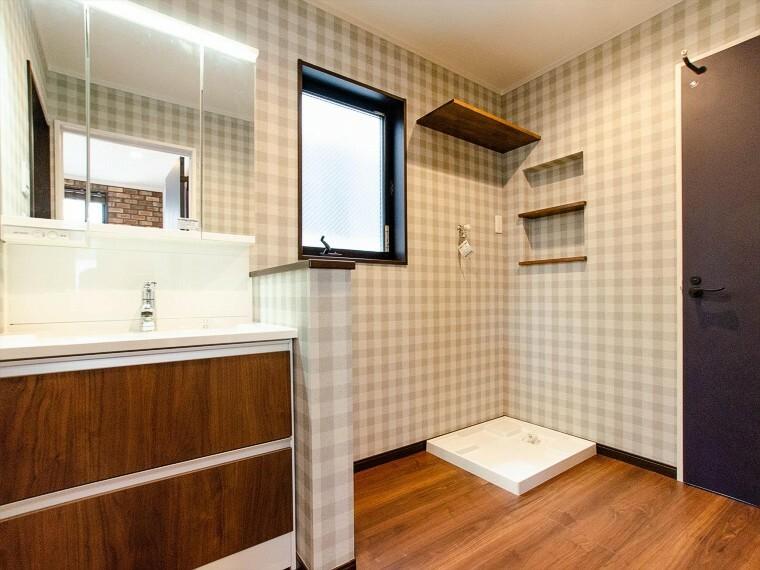 脱衣場 洗濯機を配置しても十分なスペースを確保した設計となっております。