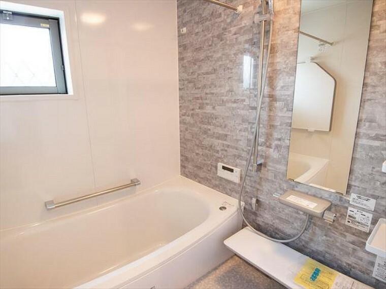 浴室 一日の疲れが癒される優雅なバスタイムを堪能できるゆとりあるバスルーム。
