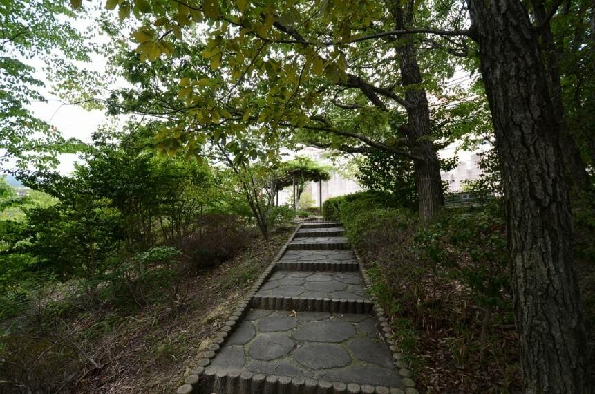 公園 【公園】西林公園まで768m