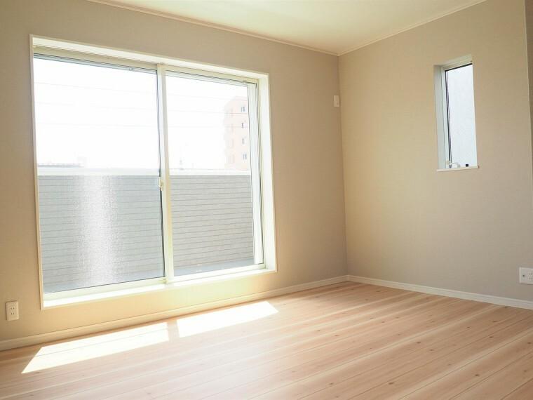 洋室 洋室  8帖の洋室  収納スペースが充実しています
