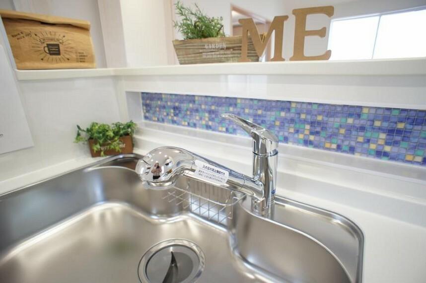 お料理中もスムーズに使えて便利な浄水器一体型水栓