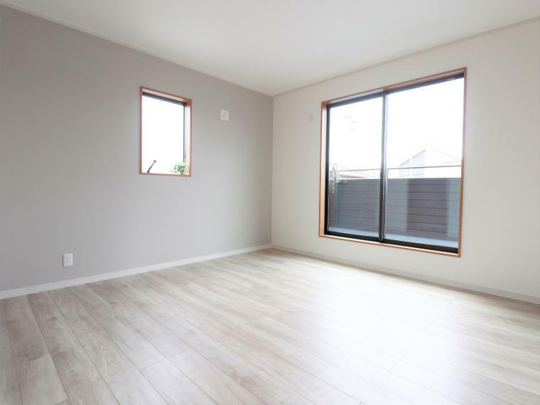 寝室 2階居室は全室2面採光ですので、明るく風通りも良好です。