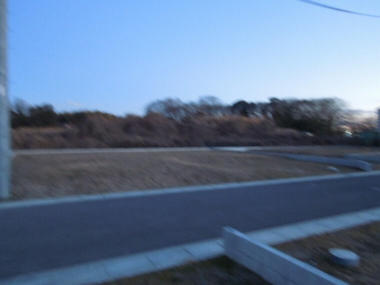 現況写真 幹線道路から1本入った現地は、想像以上に静かに感じられます。