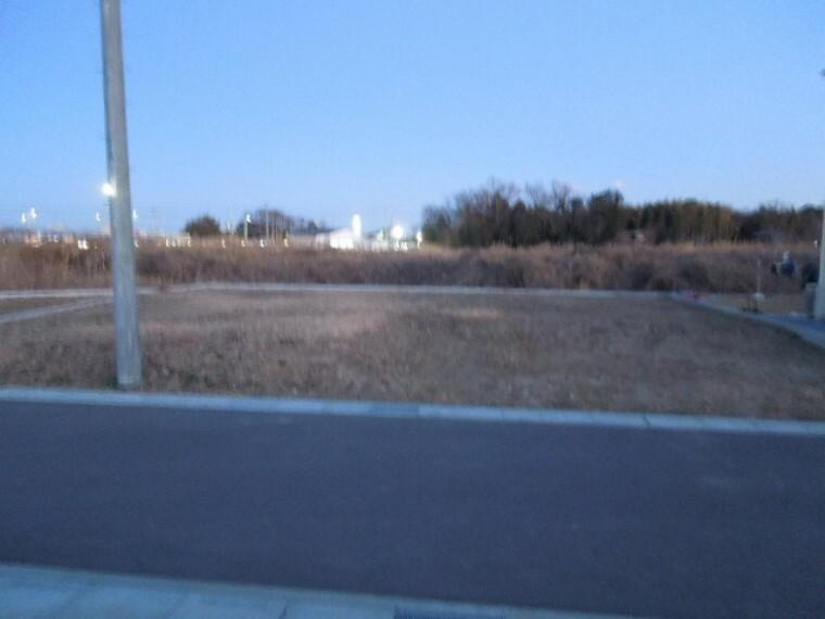 現況写真 敷地91.53m2、芝生の庭が入る余裕の広さ。