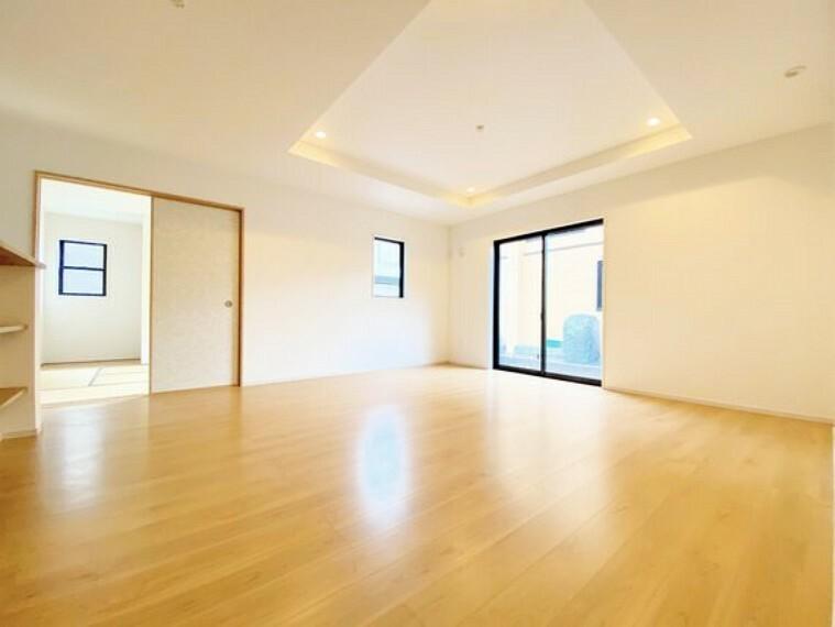 ダイニングキッチン リビングは和室と続き間となっており、開放感が更に溢れます。