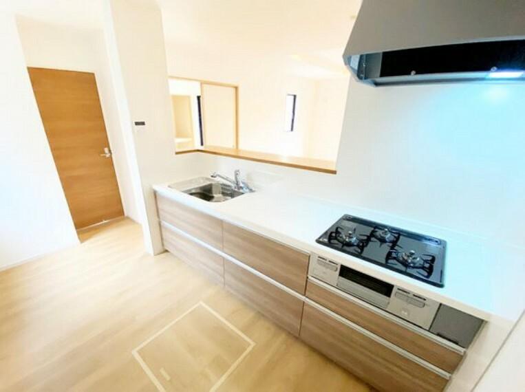 キッチン 使いやすいシステムキッチンで、お料理の腕前も上がりそうですね。