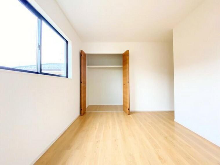 洋室 各部屋収納付きで、お部屋がすっきり片付きます。