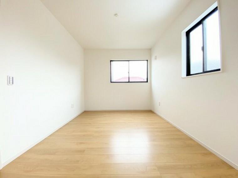 子供部屋 二面採光で通風採光にも配慮した洋室。