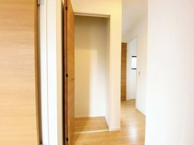 収納 2階廊下にも使いやすい収納を設置しております。