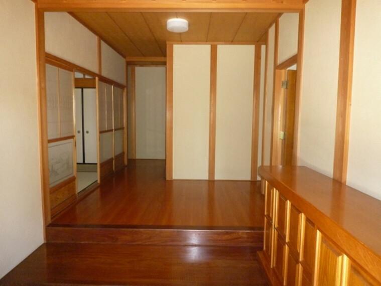 玄関 お客様を出迎える玄関。和で統一された格調高い雰囲気です。