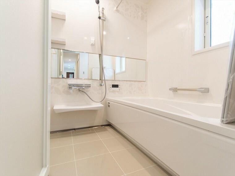 浴室 雨の日やお急ぎの洗濯物に便利な浴室乾燥機能付。