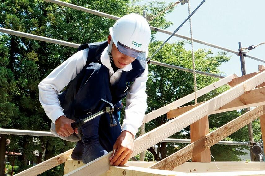 構造・工法・仕様 【人材育成】  職業法人を設立し、社員大工の養成を行っています。「現場で働きながら学ぶ」の考えのもと、習得・実践がしやすい教育プログラムのポラス建築技術訓練校は、2014年に「グッドデザイン賞」を受賞しました。