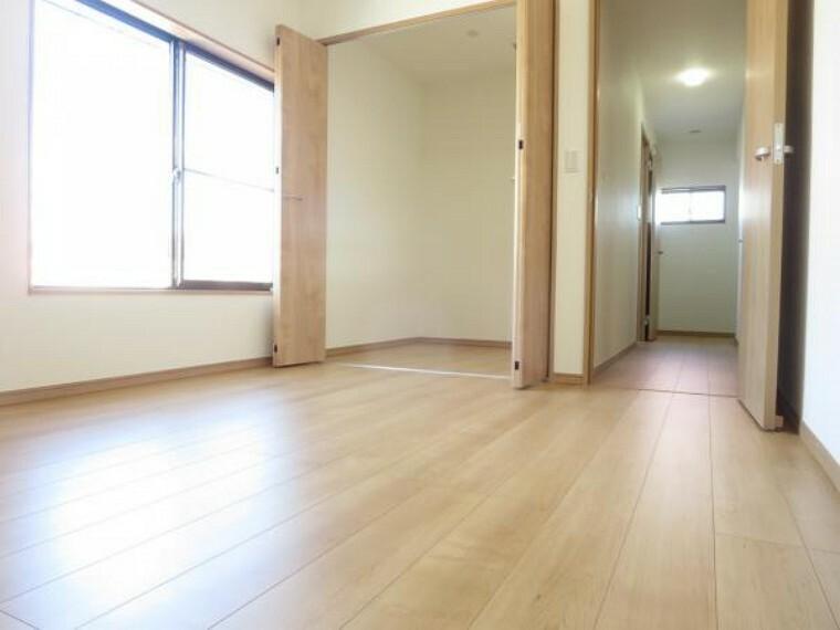 【リフォーム済】2階北西側の6帖洋室。和室から間取り変更し、フローリング、天井・壁のクロスを全て張り替えました。