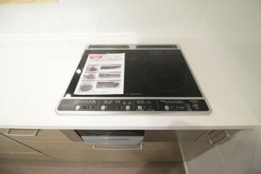 キッチン IHクッキングヒーター。 掃除がしやすいです!