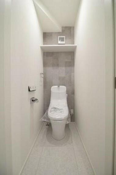 トイレ アクセントクロスがお洒落な空間を演出している1Fトイレ!