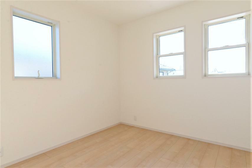 洋室 ホワイトを基調とすることで、光が反射し優しい明るさに。