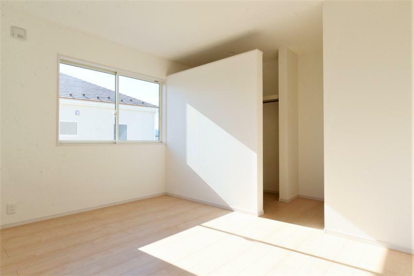 洋室 各お部屋収納スペースも充実。お部屋を広く快適に保てます。