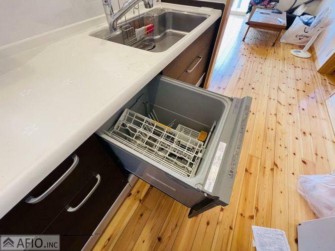 キッチン 人気の食洗器付きで家事負担も軽減。