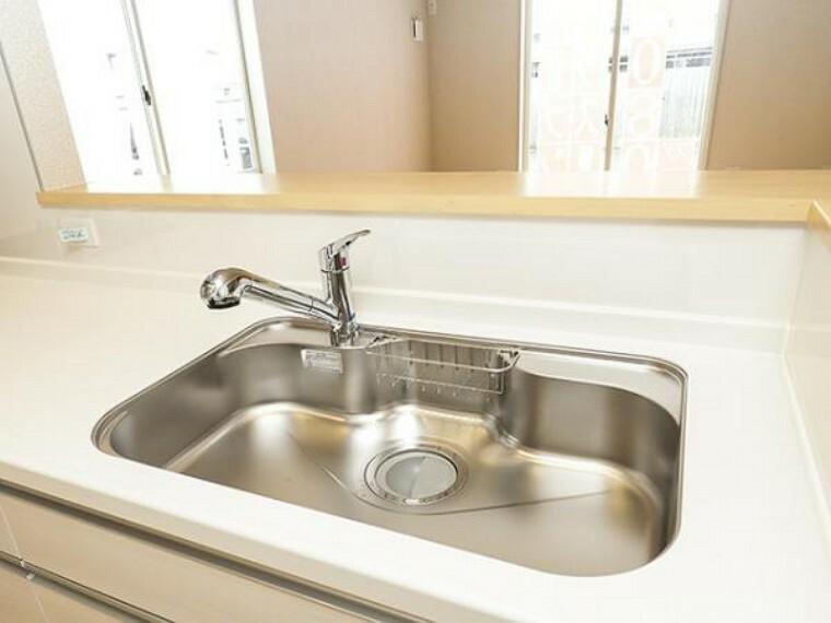\同仕様写真/蛇口の先端に浄水器を内蔵。場所をとらない浄水器です。