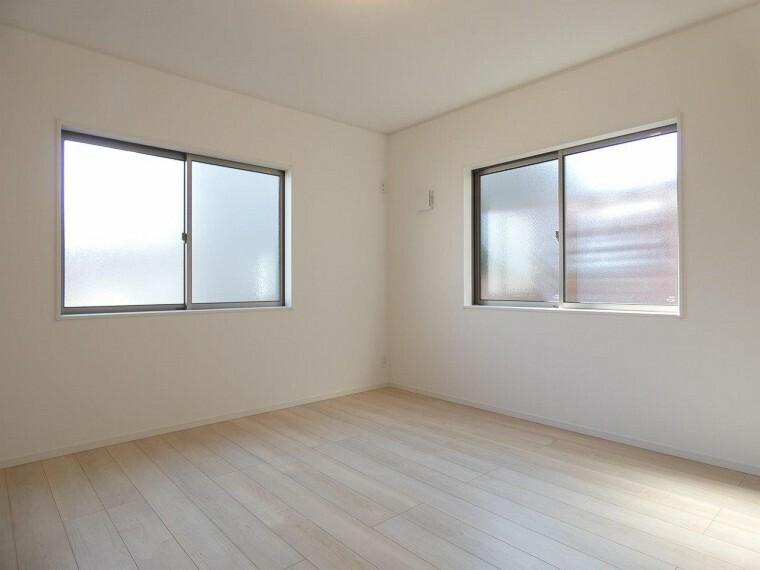 洋室 各居室に収納があるため、お部屋がスッキリ広くお使え頂けます!