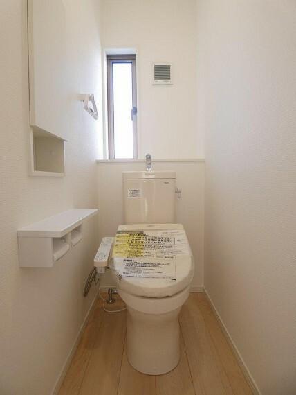 トイレ 嬉しい温水洗浄暖房便座となっております。