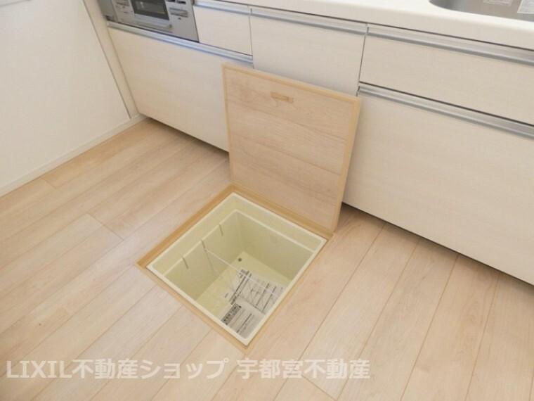 収納 あると便利な床下収納もキッチンにございます。