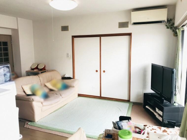 居間・リビング LDKに隣接した和室を開放すると21帖超のゆったりスペース!