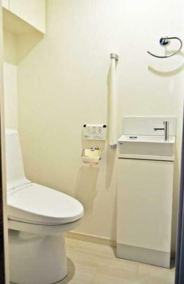 トイレ 手洗水栓・ウオシュレット機能付!