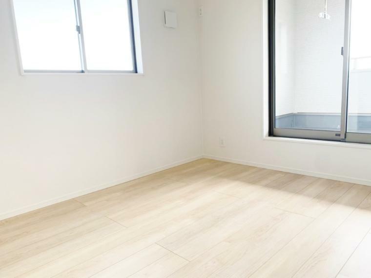 洋室 バルコニーに出れる2階洋室