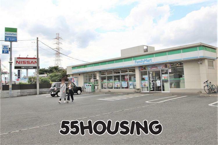 コンビニ ファミリーマート上尾平塚店 徒歩3分。