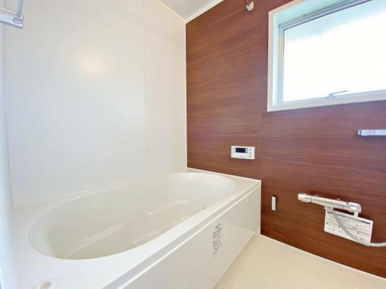 浴室 浴室には窓があるので換気もしやすいですね。