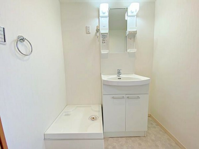 洗面化粧台 防水パン付洗濯機置場で安心。