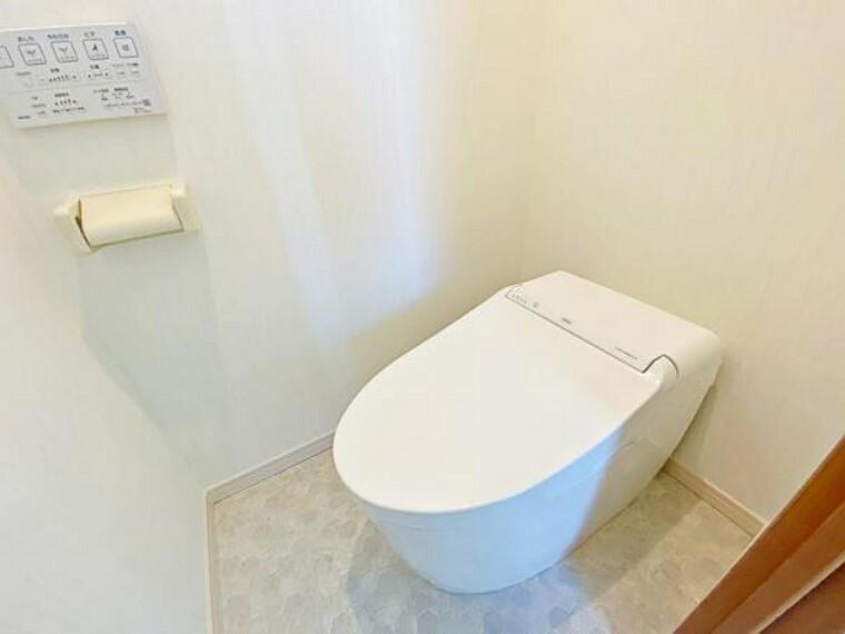 トイレ トイレには快適な温水清浄便座付。いつも使うトイレだからこそ、こだわりたいポイントですね。