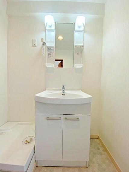 洗面化粧台 三面鏡付きシャンプードレッサー