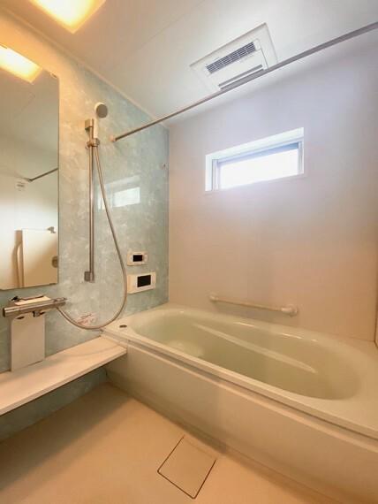 浴室 ・浴室・窓もあり、通風良好な浴室です。浴室乾燥機付きです。雨の日や花粉のシーズンの強い味方です。(2020年9月撮影)