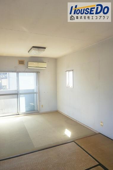 洋室 2階の和室はお部屋が広いので、 お子様部屋にぴったりです! 畳はフローリングに比べて音を吸収するので遊び場として最適ですね
