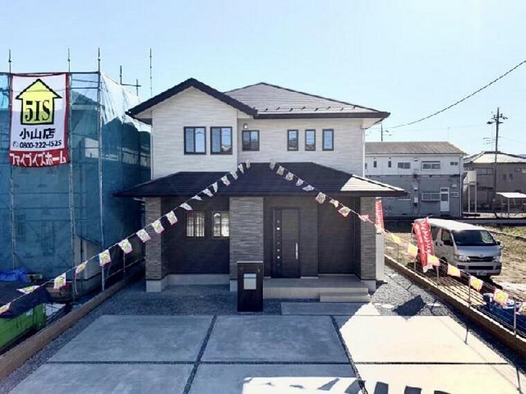 現況外観写真 栃木市箱森B号棟外観・・・3種の外壁を1階で張り分けることで高級感と重厚感を思わせる佇まいになっています。