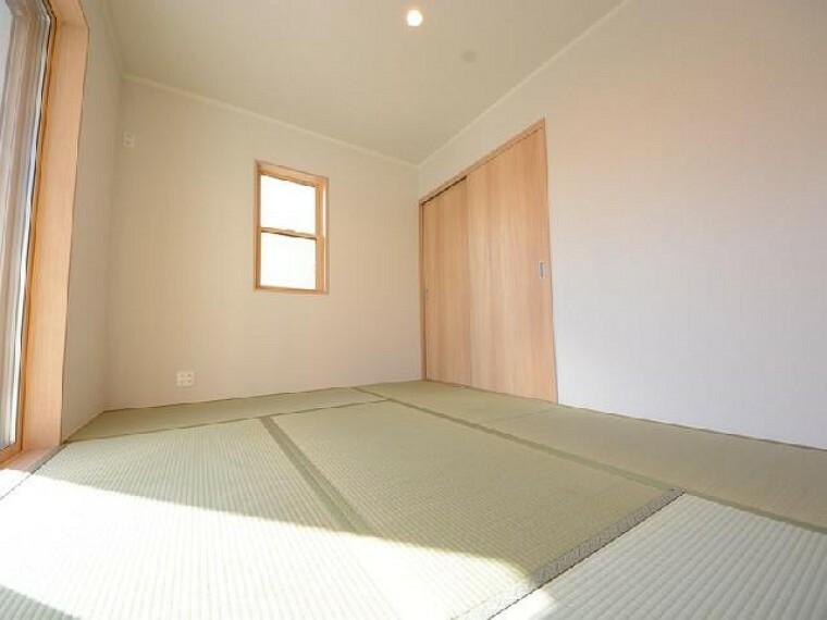 栃木市川原田C号棟和室・・・お子様の節句飾りや、お昼寝の場所としても使うことかできます。