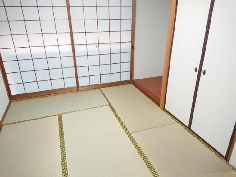 【リフォーム後】1階の6帖の和室は、壁のクロスを張り替え、畳を表替えしました。