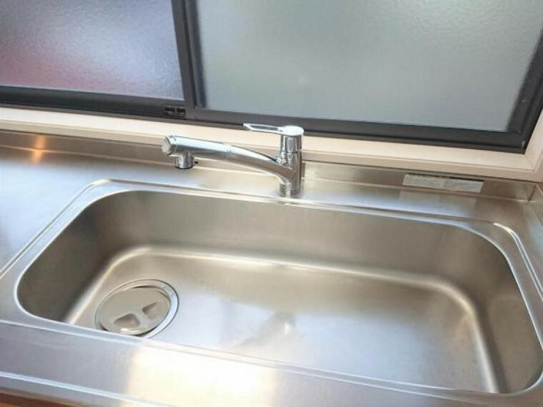 【リフォーム後】キッチンは水栓を交換しました。シングルレバーなので、水を出したり止めたりがしやすいですね。