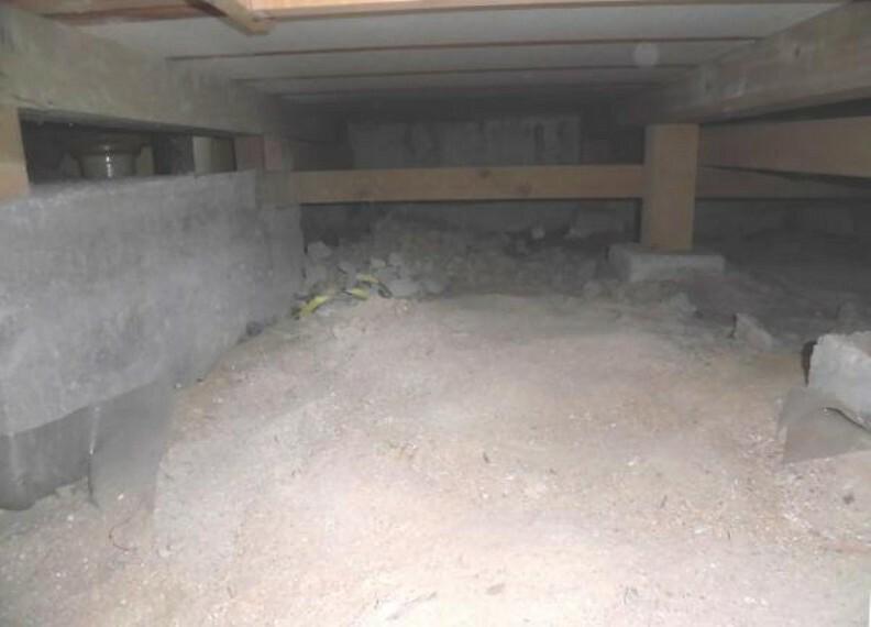 構造・工法・仕様 中古住宅の3大リスクである、雨漏り、主要構造部分の欠陥や腐食、給排水管の漏水や故障を2年間保証します。その前提で屋根裏まで確認の上でリフォームし、シロアリの被害調査と防除工事もおこないました。