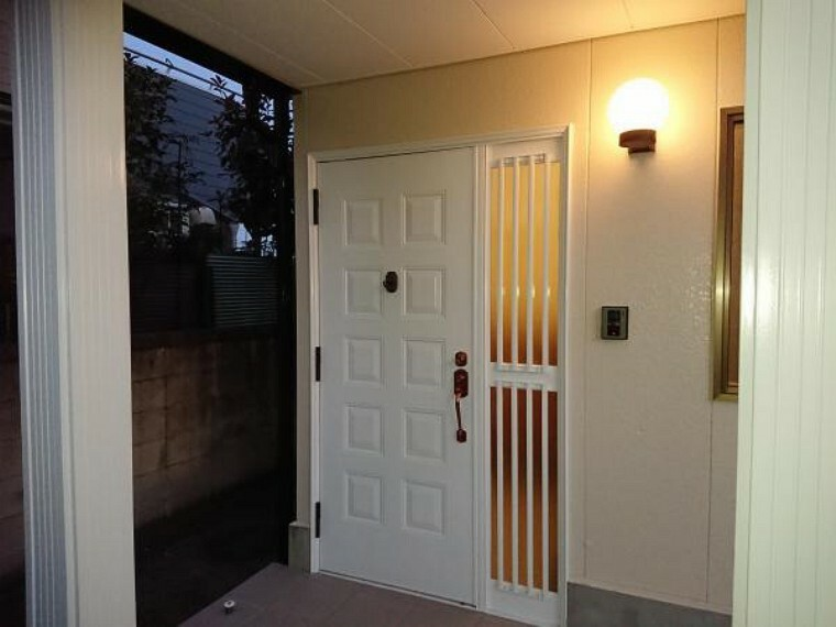 浴室 【リフォーム済】玄関ドアはクリーニングし、鍵を交換しました。カラーモニター付きインターフォンで、玄関にいらしたお客様を確認してから応対できます。