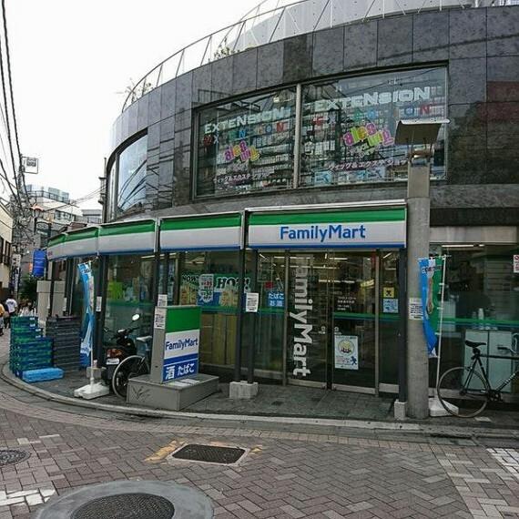 コンビニ 【コンビニエンスストア】ファミリーマート表参道中央店まで421m