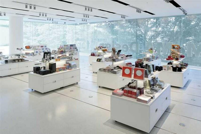 【その他】   MoMA Design Storeまで434m