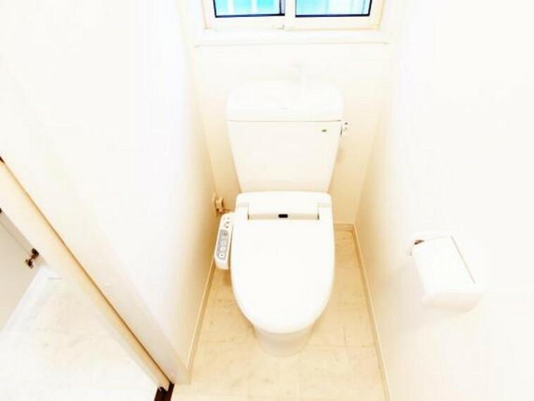 トイレ 温水洗浄便座付トイレです。