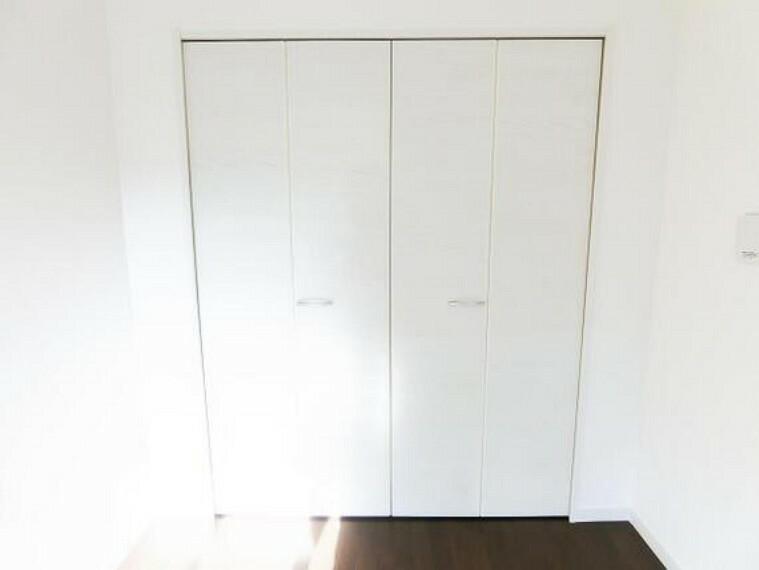 収納 収納付きの洋室でお部屋もすっきりと片付きますね。