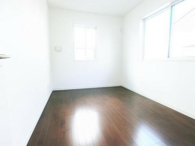 シンプルな内装でどんな家具もあいそうですね。