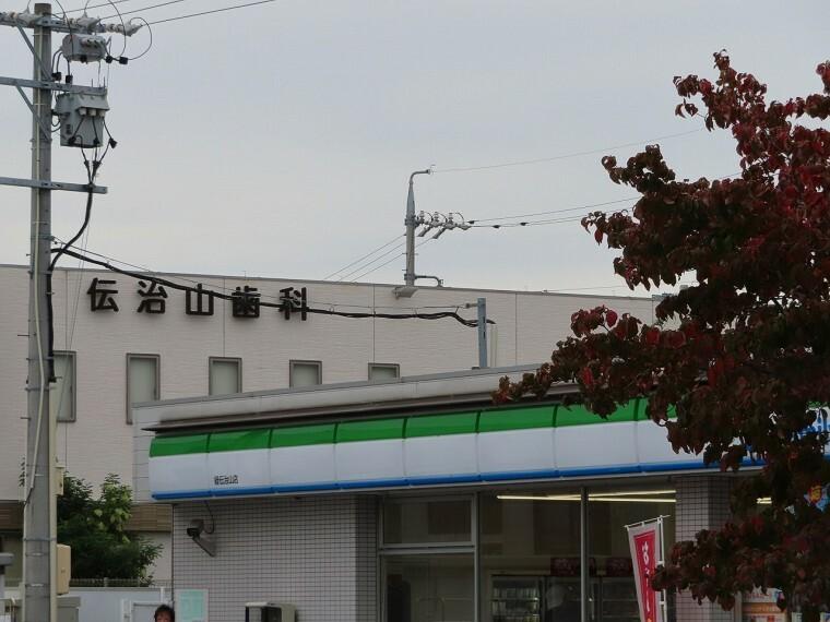 コンビニ ファミリーマート 緑伝治山店